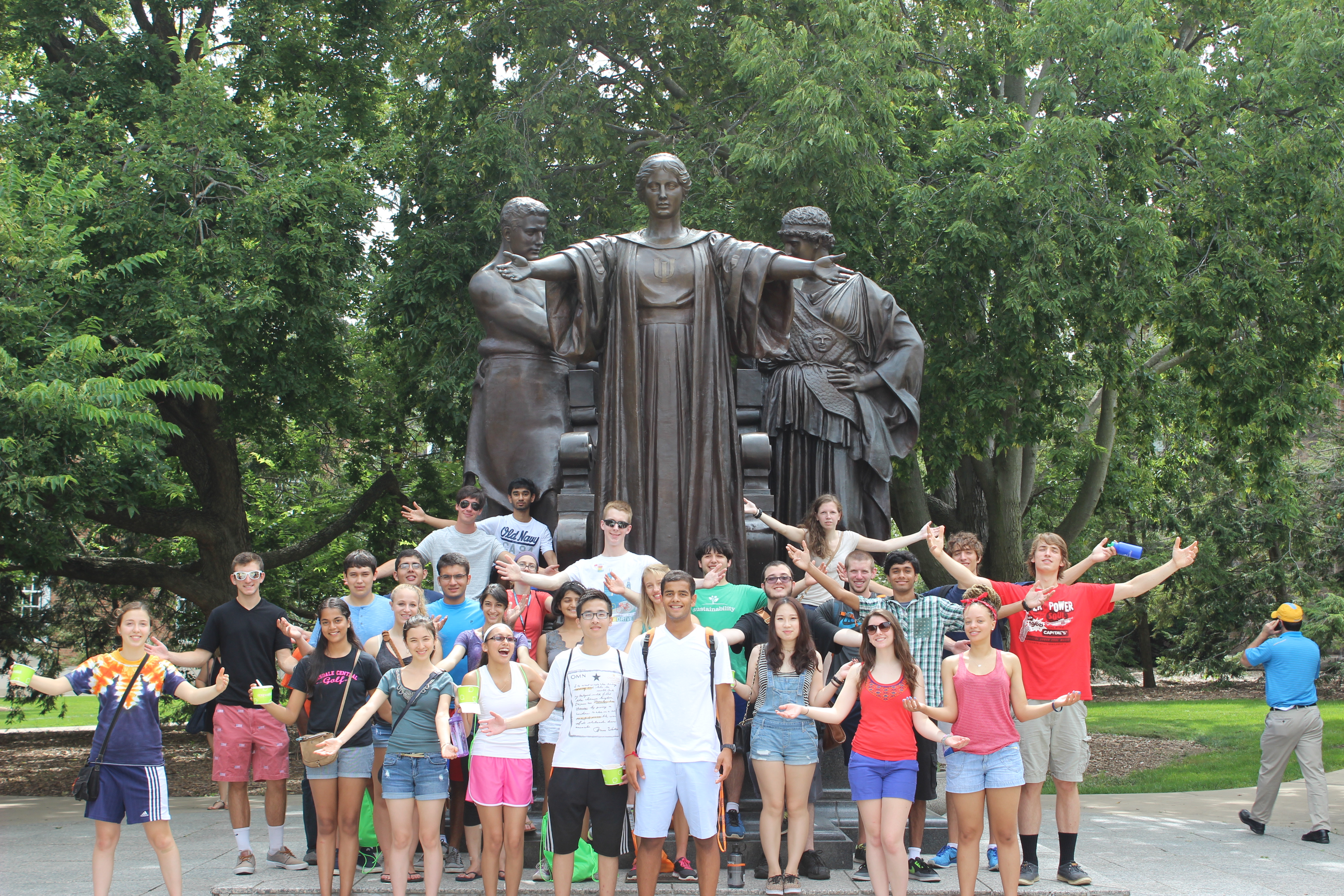 SLLC Students at the Alma Mater during Orientation 2014.