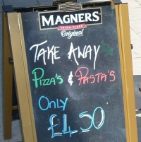 Greengrocer's apostropher: Pizza's & Pasta's