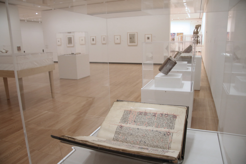 West Gallery, Krannert Art Museum. Making and Breaking Medieval Manuscripts, 2016. (Photo by Julia Nucci Kelly)