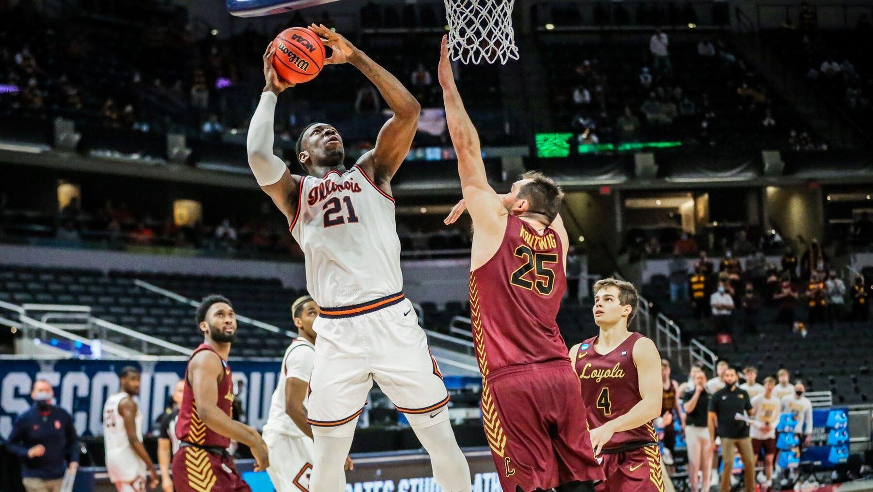 Kofi Cockburn goes up for a shot under the basket against Loyola