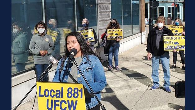 picketers seek unionization of cannabis industry. Photo by Rachel Otwell