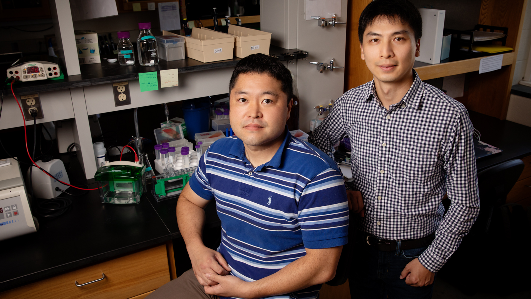 Researchers Nien-Pei Tsai and Kwan Young Lee. Photo by L. Brian Stauffer