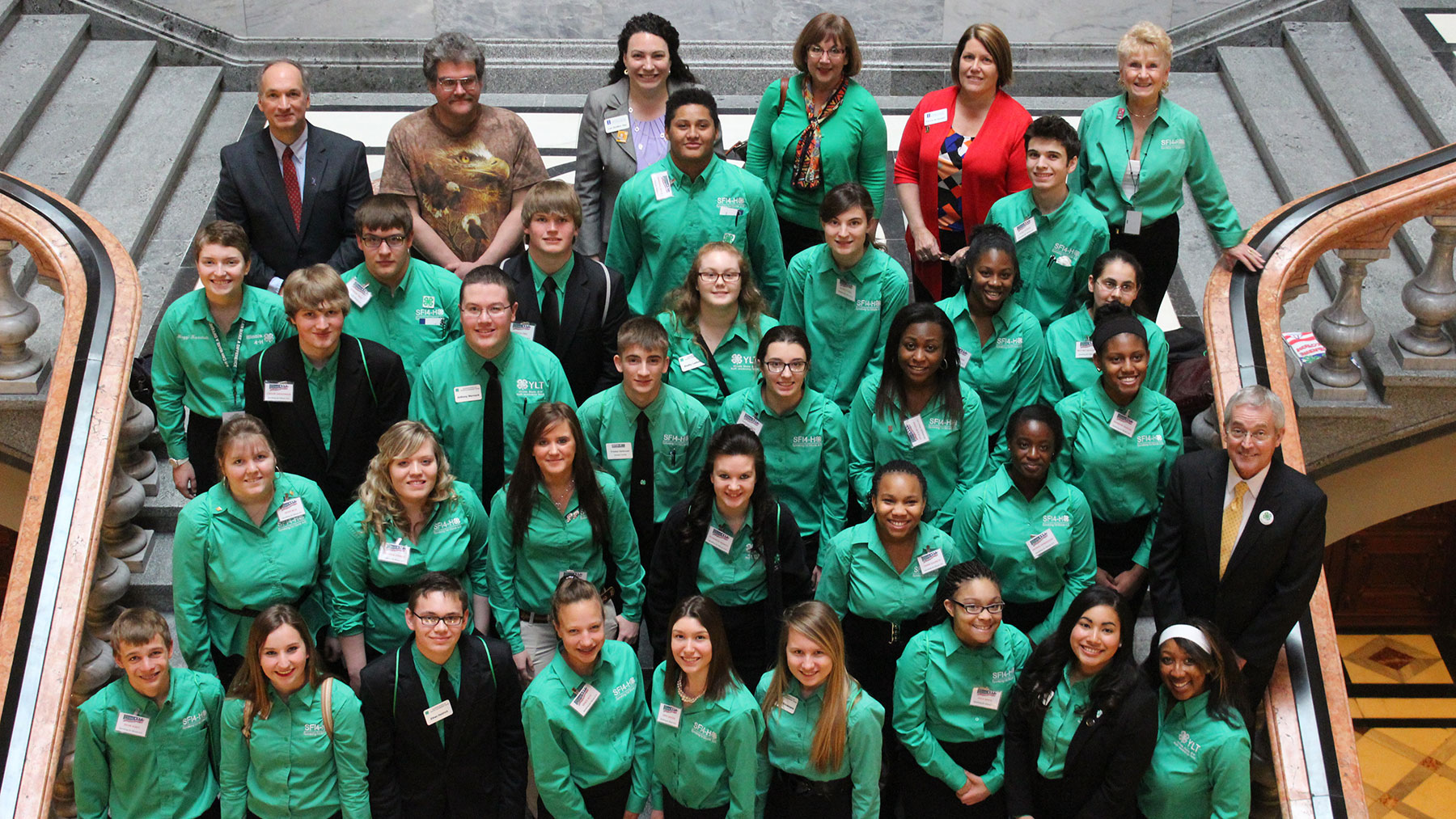 image of 4-H students in the illinois capitol