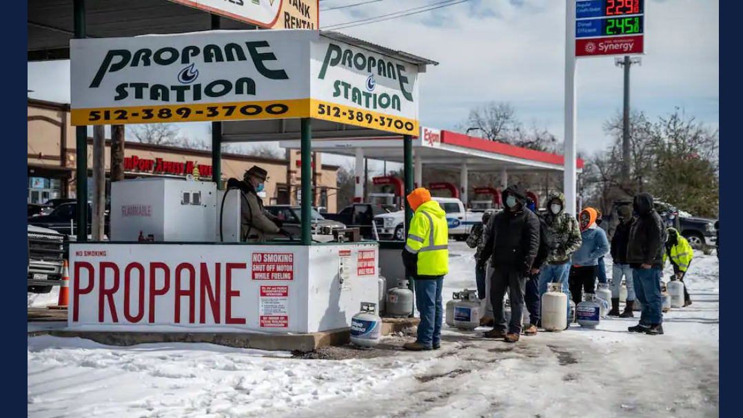 Customers wait in line to get their propane tanks filled in Austin on Tuesday. (Sergio Flores for The Washington Post)