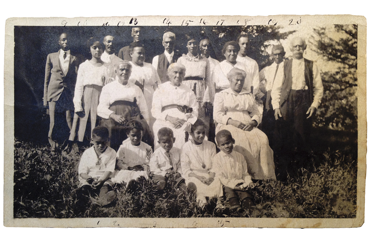 A family reunion of the McWorter family at New Philadelphia in the 1910s.  Courtesy Gerald McWorter and Kate Williams-McWorter