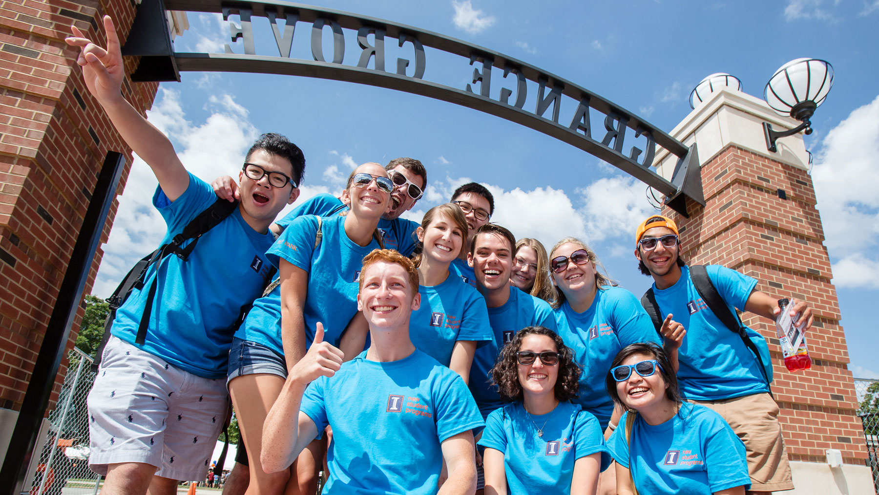 image of new student program volunteers at the picnic following convocation
