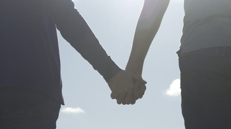 image of lovers holding hands by Creative Commons license