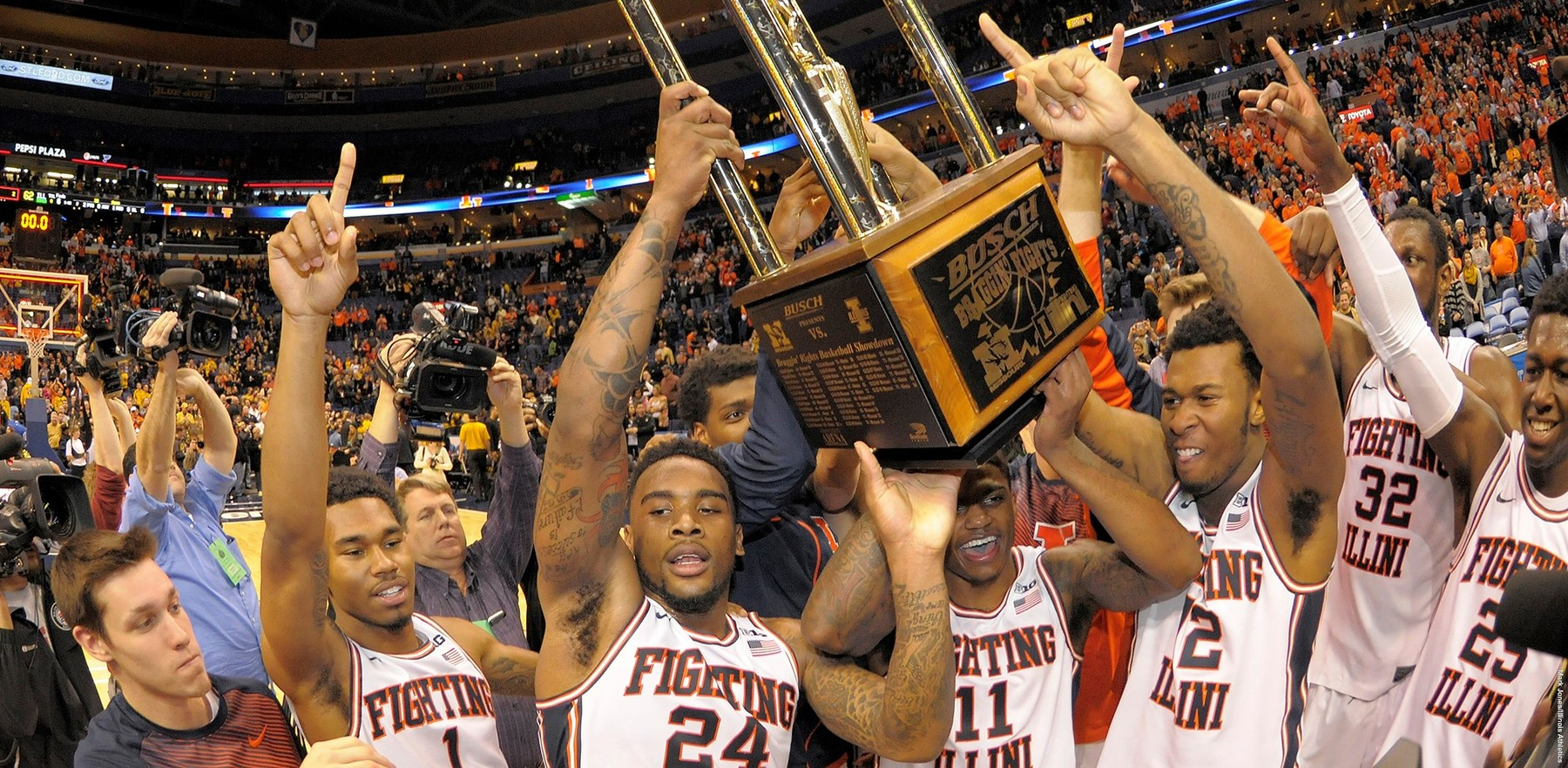 Image of Fighting Illini basketball players celebrating