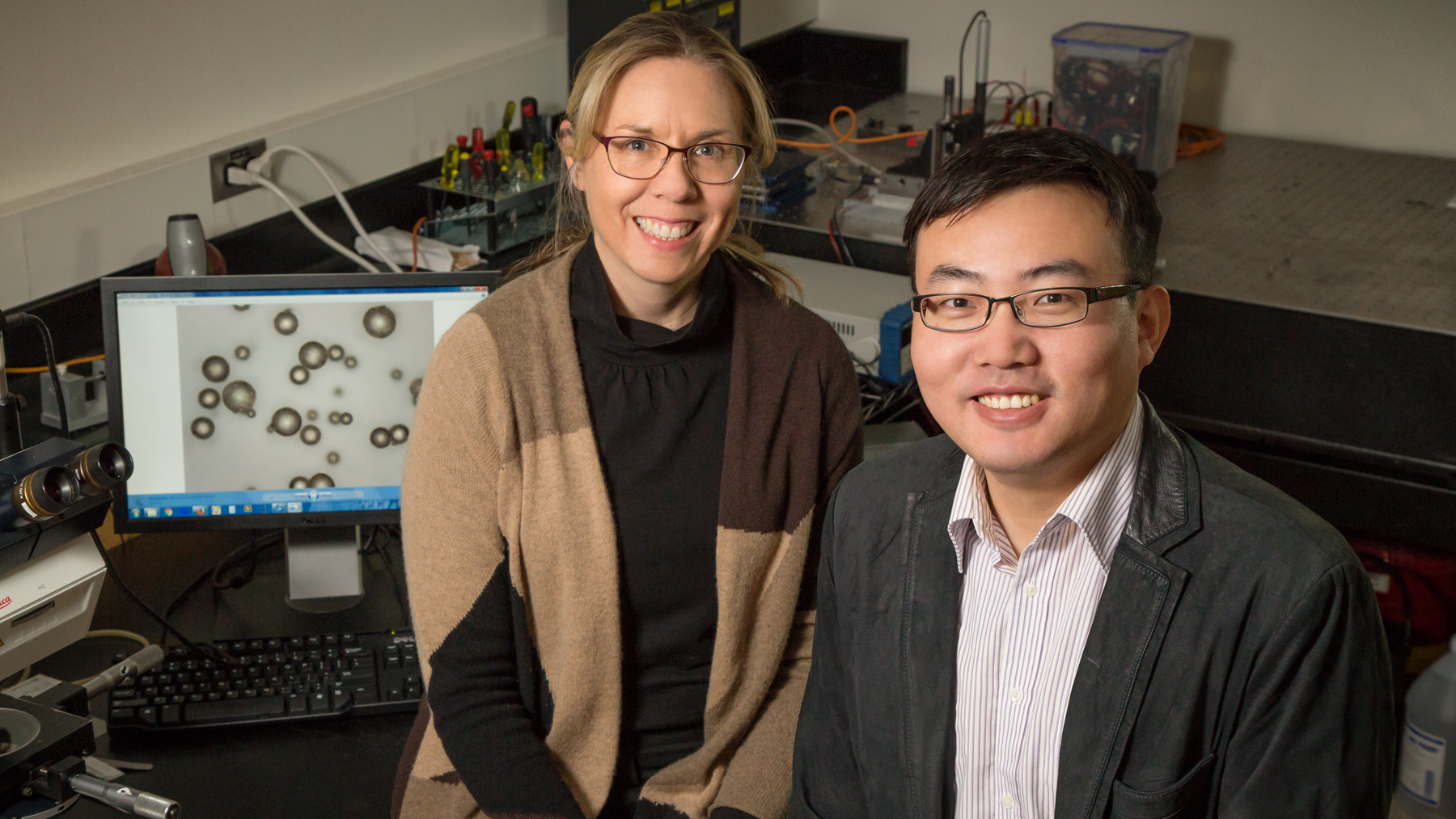 Photo of Illinois professor Nancy Sottos and postdoctoral researcher Wenle Li by L. Brian Stauffer