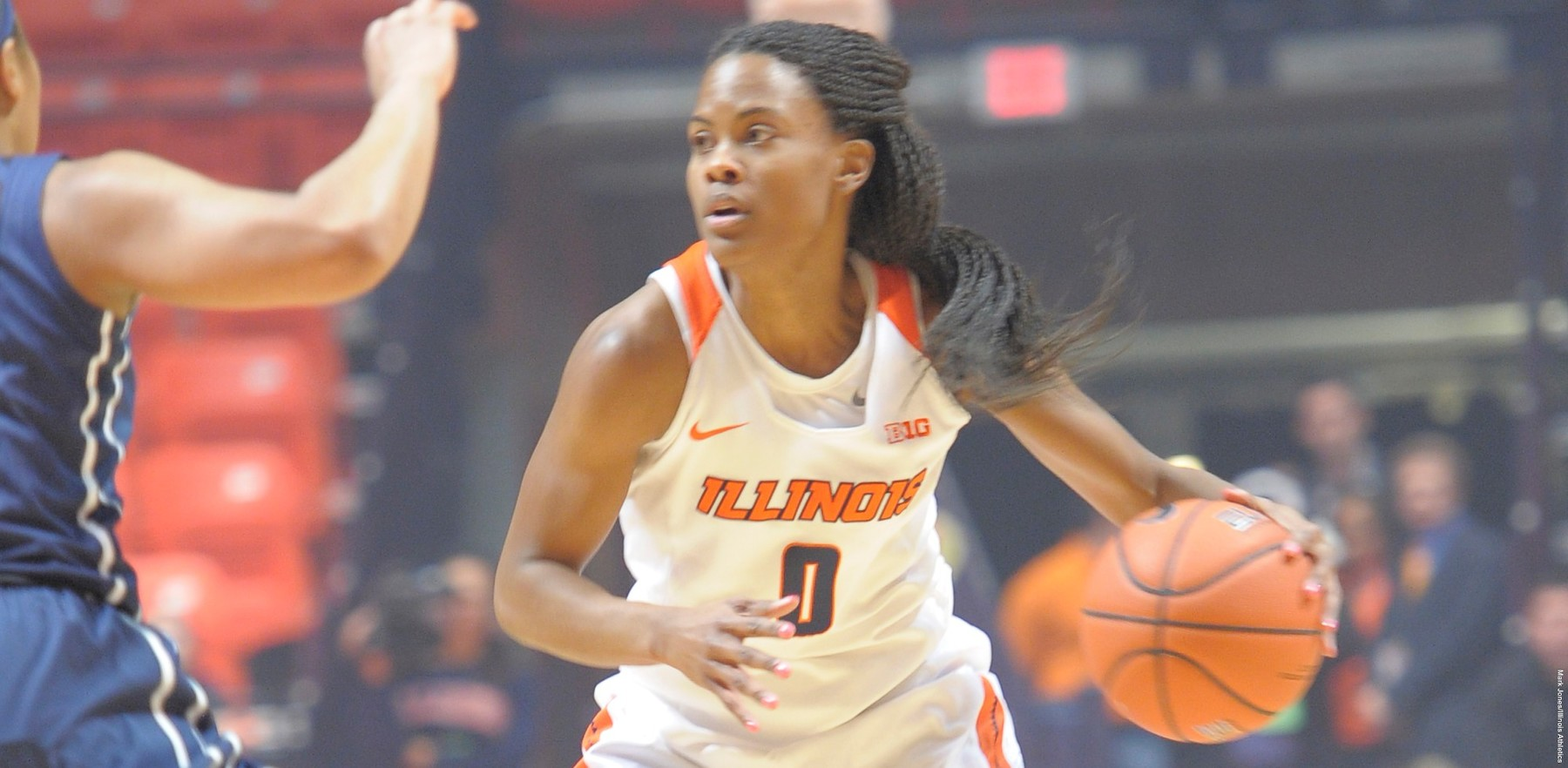 image of senior guard Sarah Hartwell in action