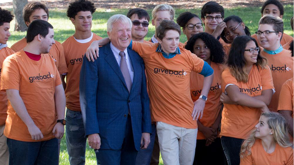 Alumnus Robert Carr surrounded by students