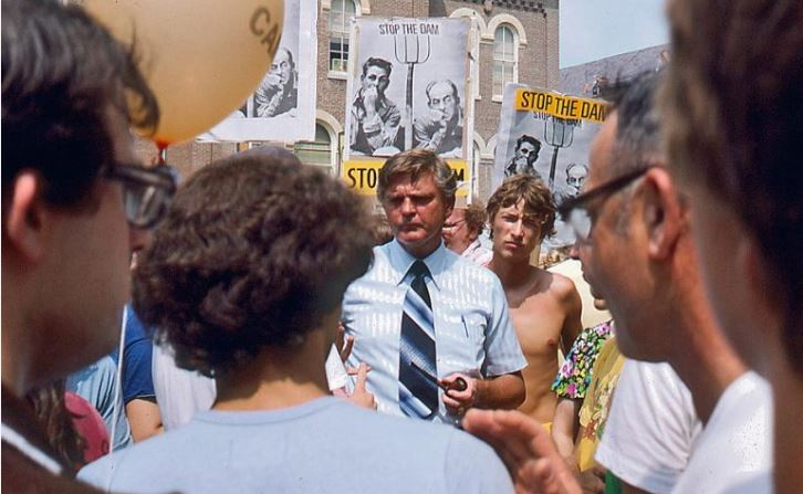 "Gov. Dan Walker addresses students at a SECS ""Stop the Dam"" protest on the Quad in the early 1970s. Photo courtesy of John Marlin."
