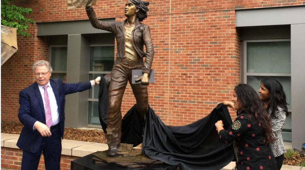 Engineering Dean Cangalaris unveils the new statue