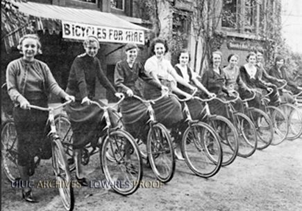 Lady cyclists on the University of Illinois campus in 1933. Image courtesy of the University Archives.