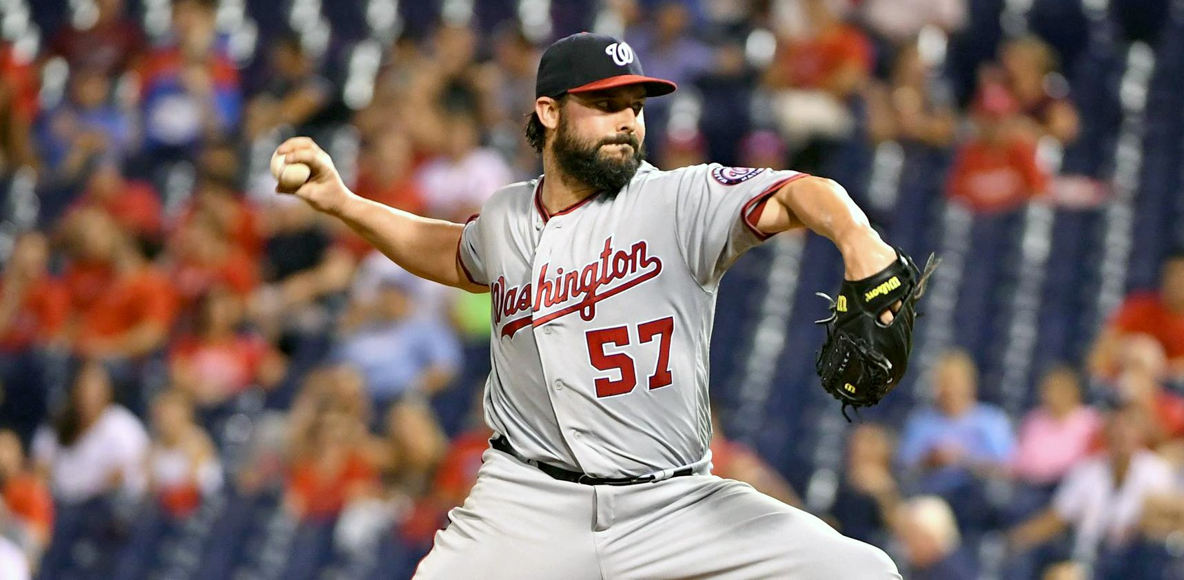 Tanner Roark pitching for the Washington Nationals