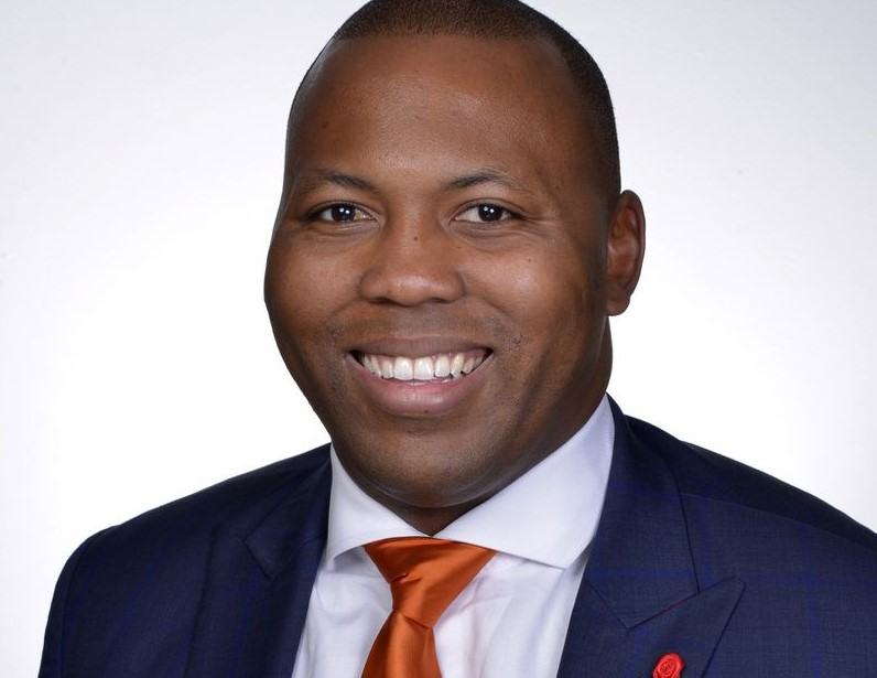 Rep. Kam Buckner, who played football at the University of Illinois, is sponsoring a bill to allow student athletes to get agents and endorsement deals.