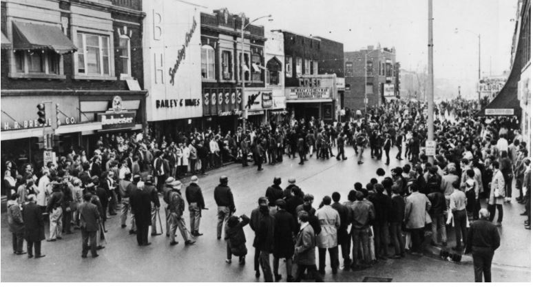 crowds of police, protesters and observers on Green Street. Image courtesy of University of Illinois Archives.