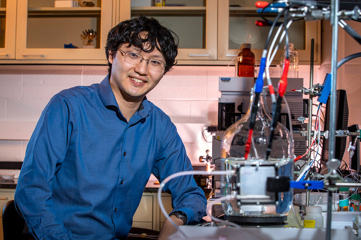 llinois chemical and biomolecular engineering professor Xiao Su..  Photo by Fred Zwicky