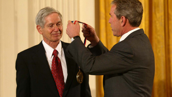 Illinois alumnus Charles David Keeling receives the Medal of Science from President George W. Bush. Public domain photo by NSF