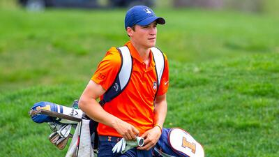Adrien Dumont de Chassart carrying an Illini golf bag