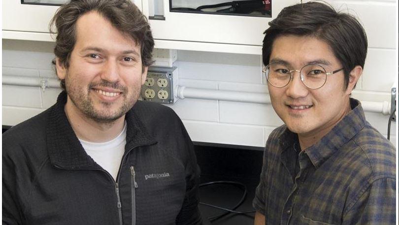 Prof. Arend van der Zande with Postdoctoral Researcher Jangyup Son