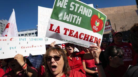 teachers picketing in Los Angeles, California