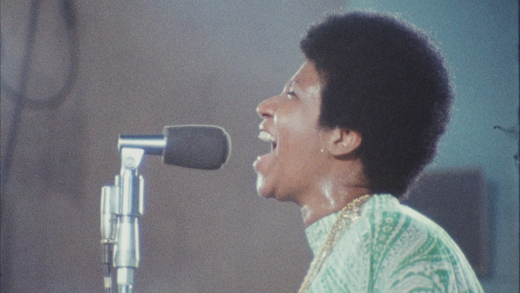 close up of Aretha Franklin singing in 'Amazing Grace'