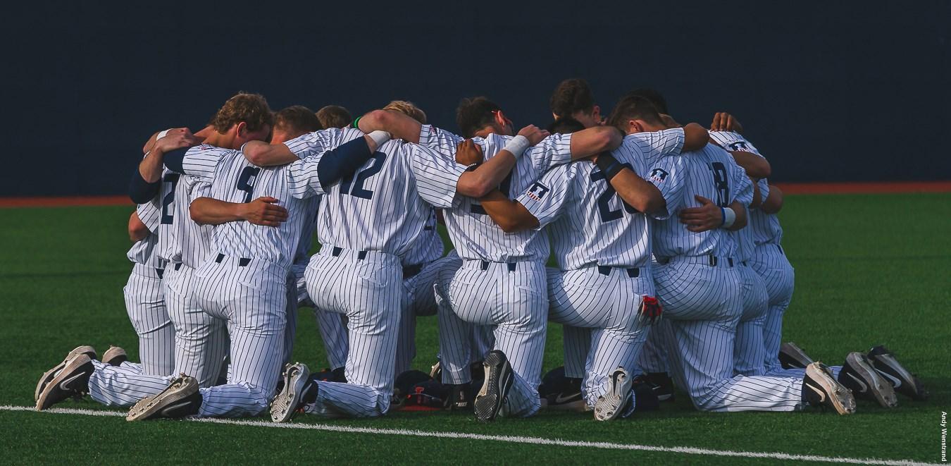 Illini baseball team takes a knee and huddles