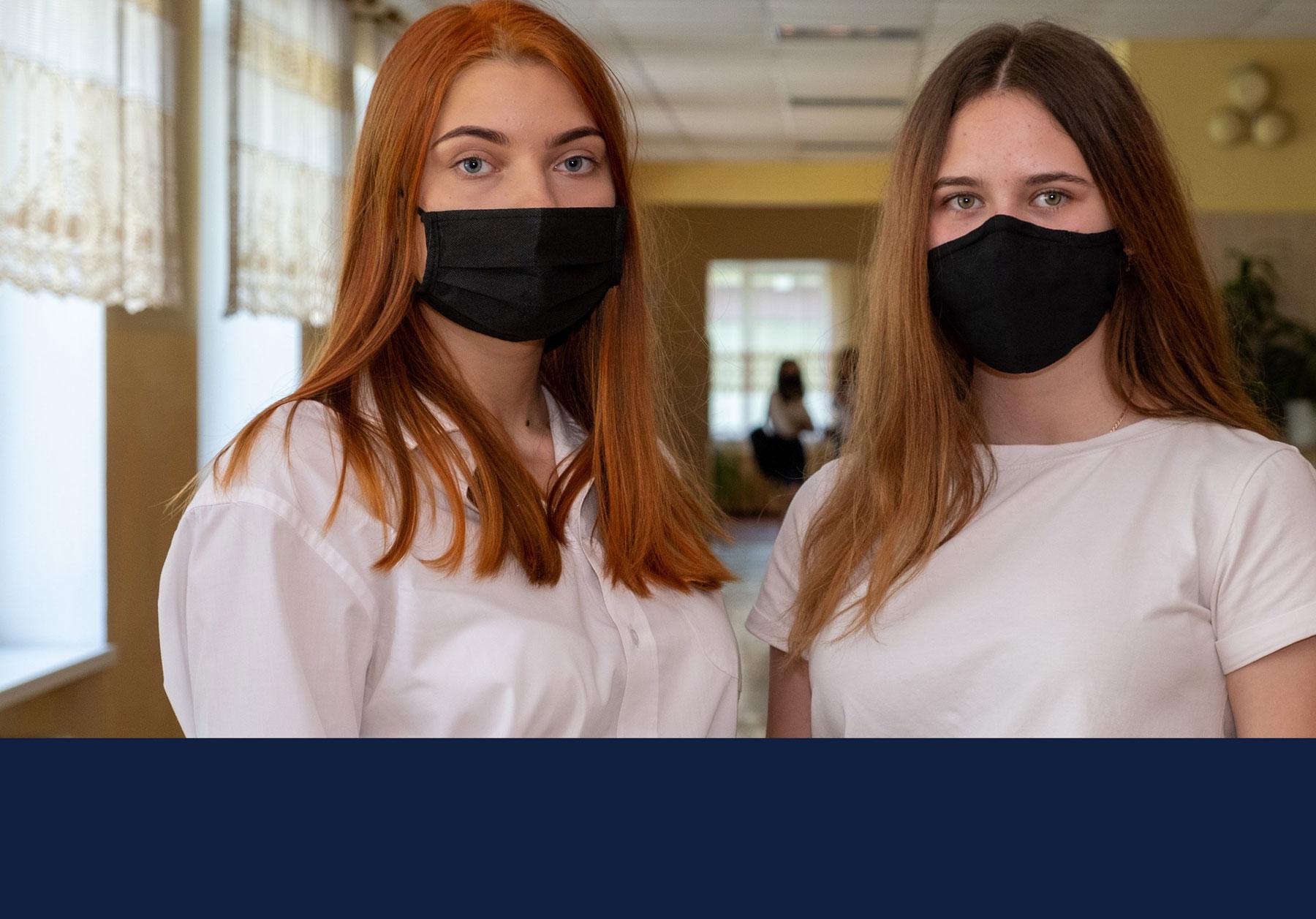 teens wearing masks. Image by Dmitriy Gutarev via Pixabay