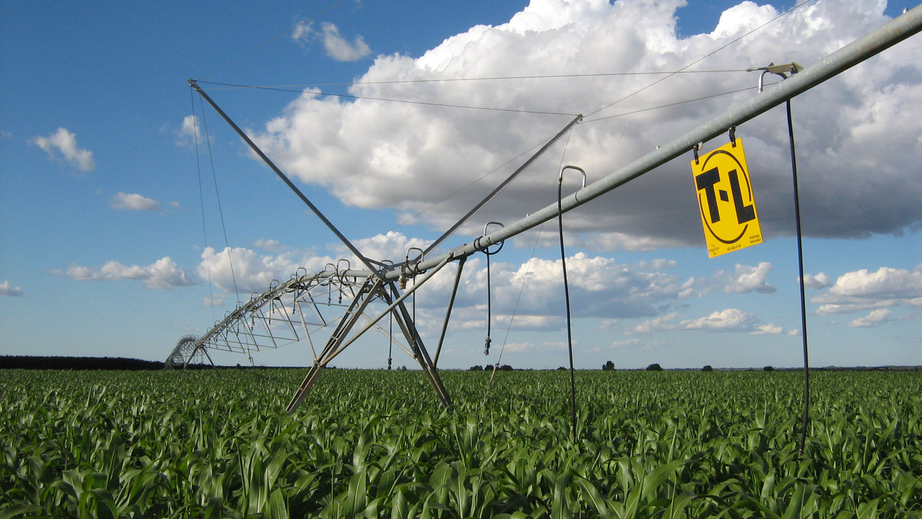 pivot irrigation of corn crops. Photo via Wikimedia Commons