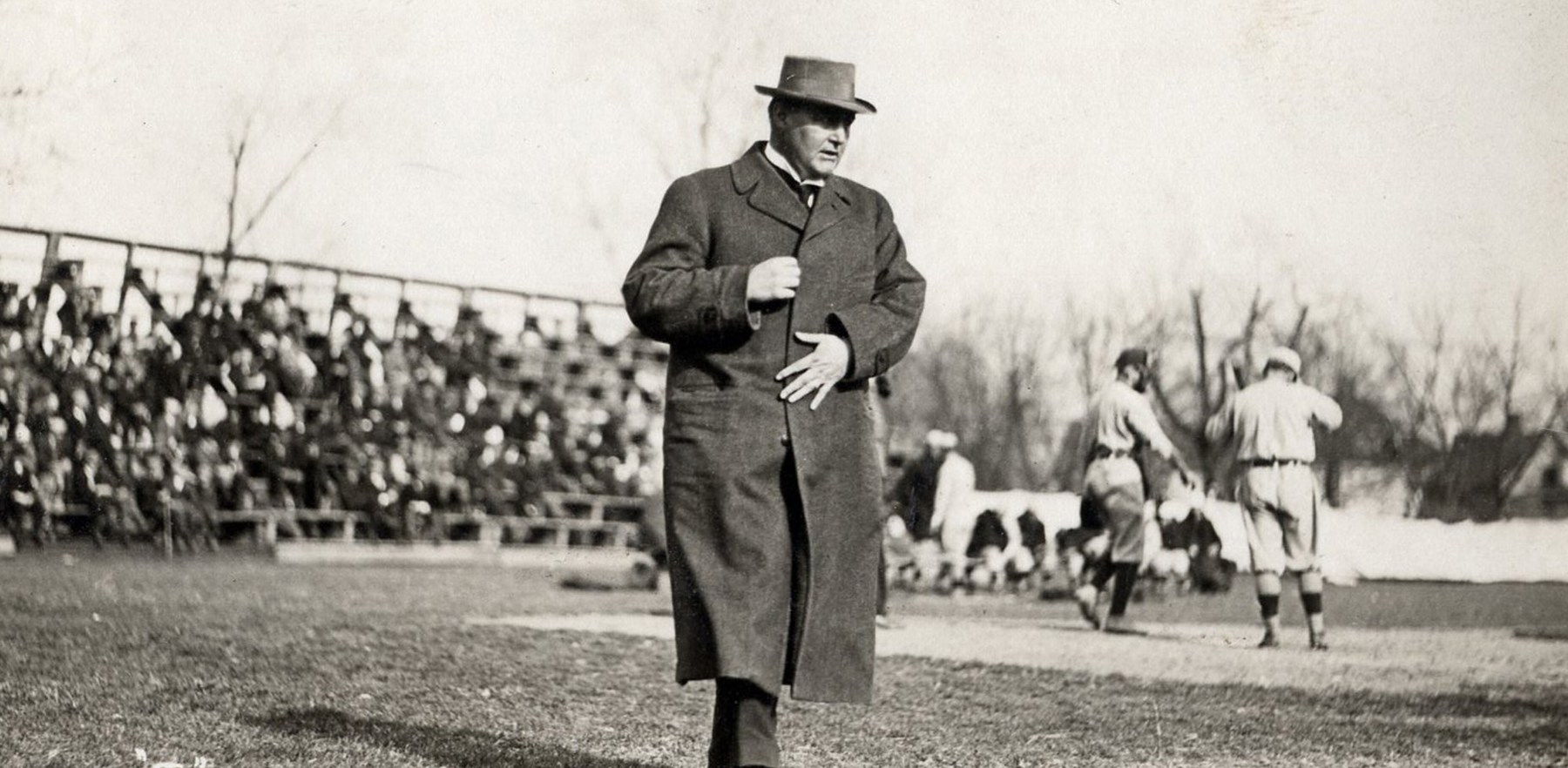 George Huff on the sidelines of an Illini baseball game