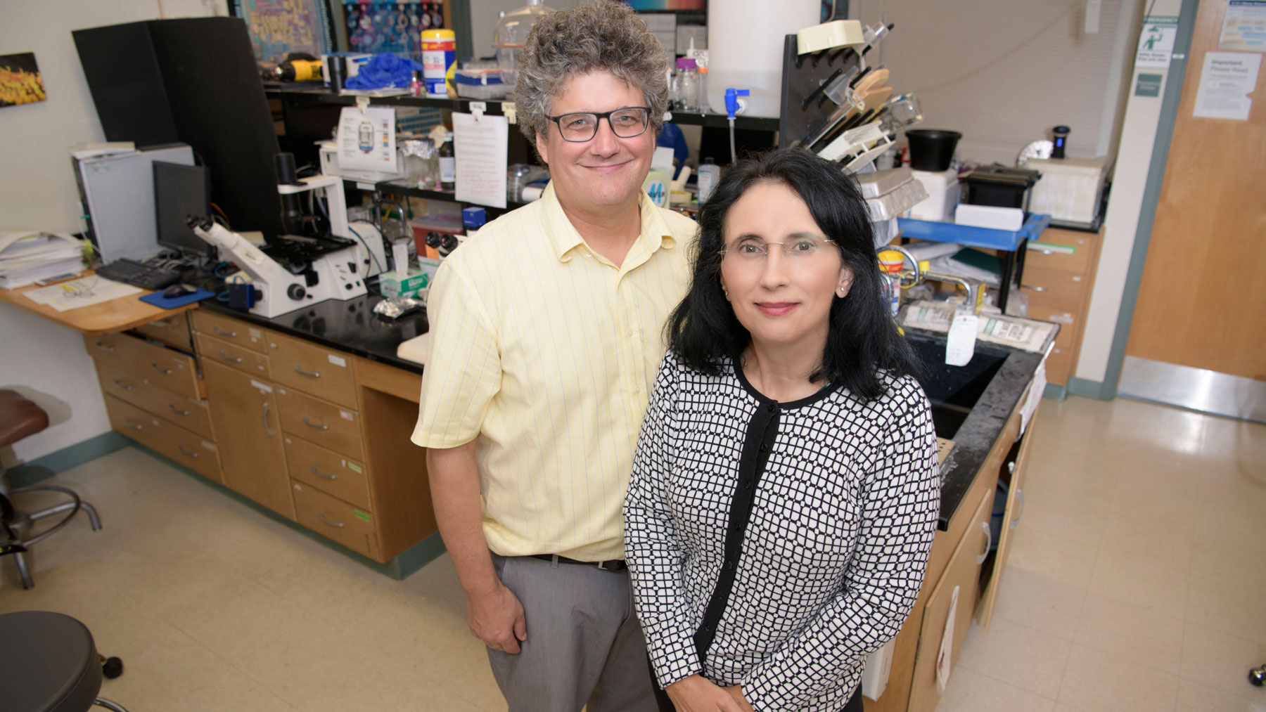 study co-authors Sandra Rodriguez-Zas and Jonathan Sweedler