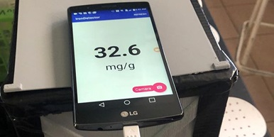 cell phone displays application reading iron levels at 32.6 mg/g
