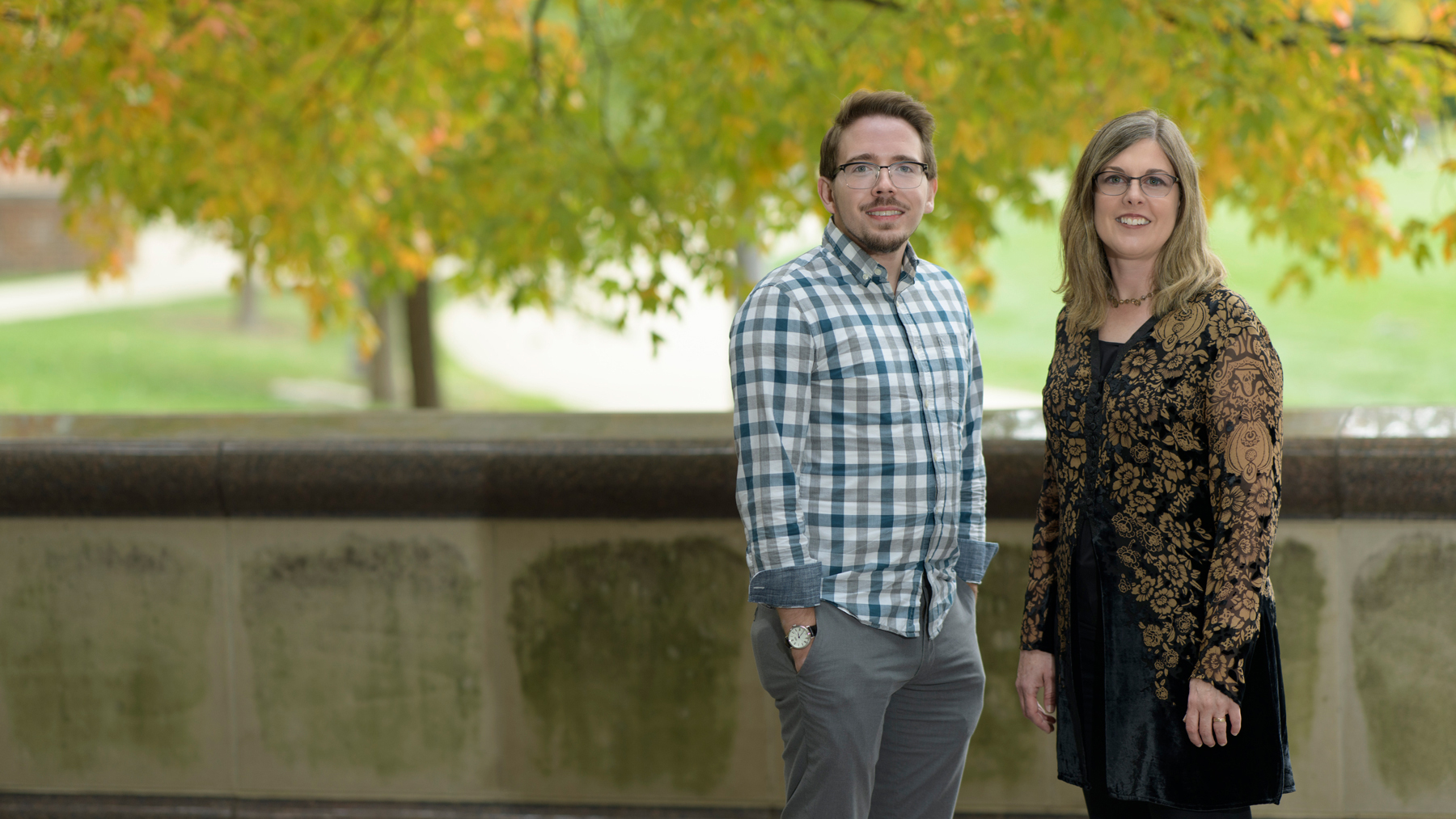 Members of the Cognition and Brain Lab — including Beckman Institute Postdoctoral Fellow Ryan Hubbard, left, and Kara Federmeier, a professor of psychology who leads the lab — are interested in investigating the relationship between language comprehension and memory. Photo by Fred Zwicky