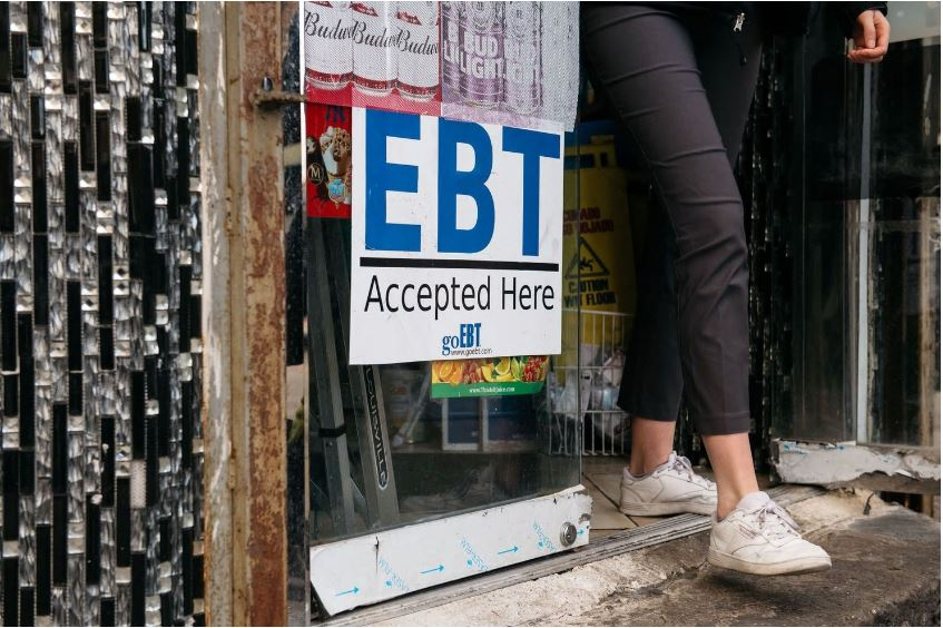 A sign alerting customers about SNAP food stamps benefits is displayed at a Brooklyn grocery store on Thursday. (Scott Heins/AFP/Getty Images)