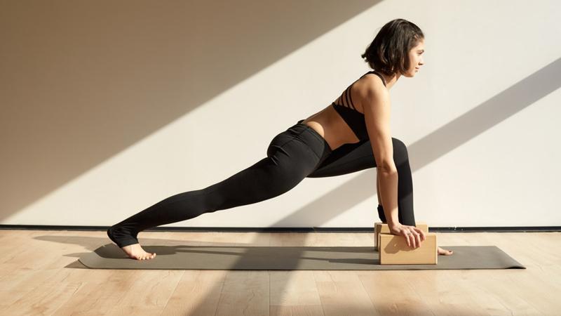 woman in yoga stretch. Image credit: @sennnnnya | Twenty20