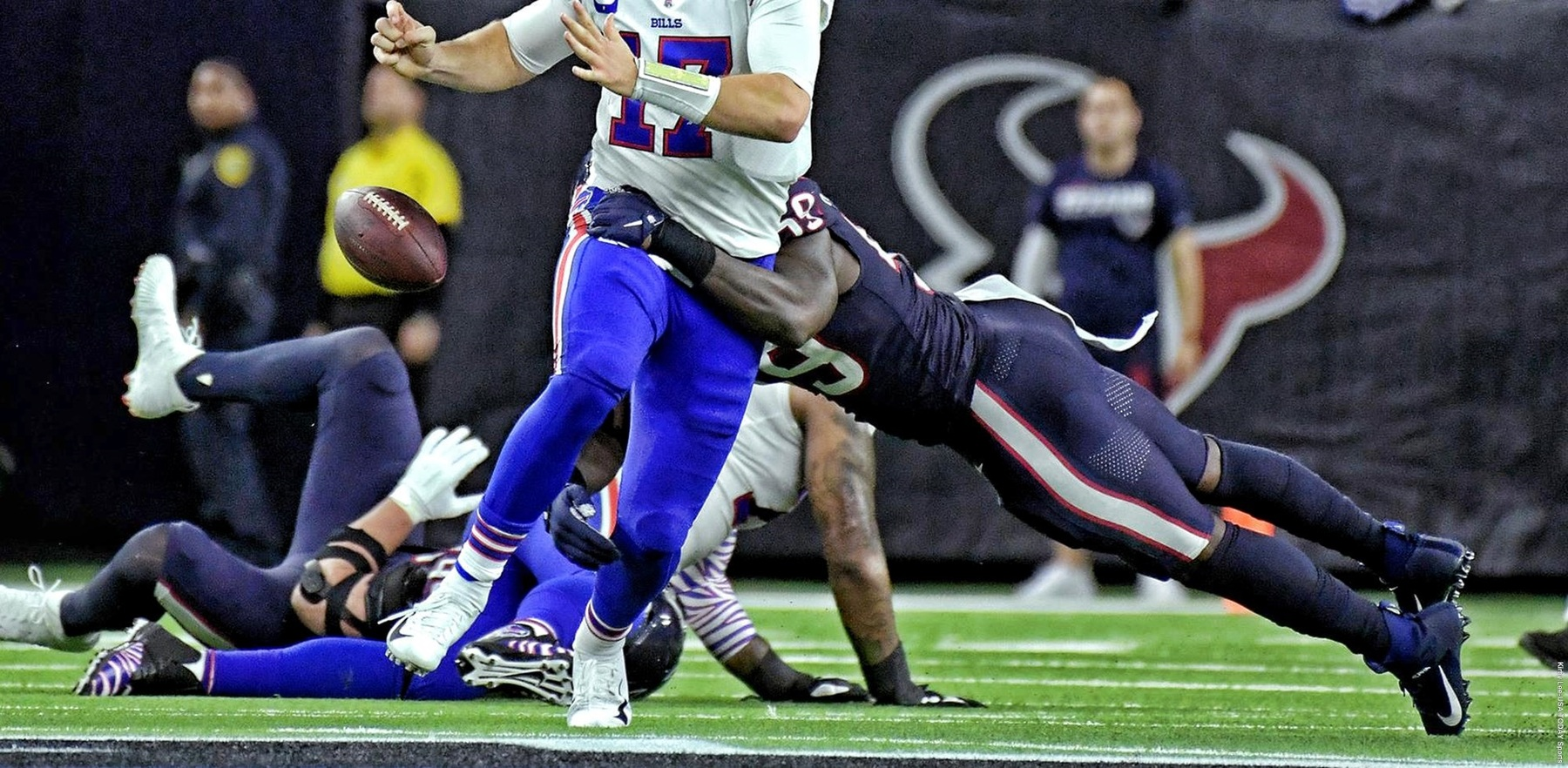 former Illini Whitney Mercilus forces a fumbles for the Houston Texans