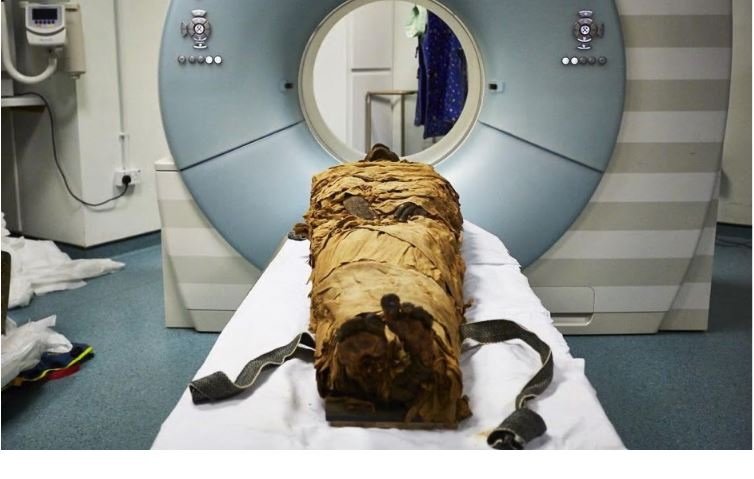 Nesyamun's mummified body before a CT scan at Leeds General Infirmary in England. (Leeds Teaching Hospitals/eeds Museums and Galleries)