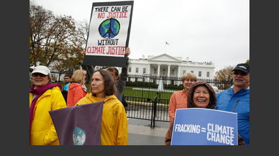 climate protesters outside the White House. Photo by Yuri Gripas for Getty Images