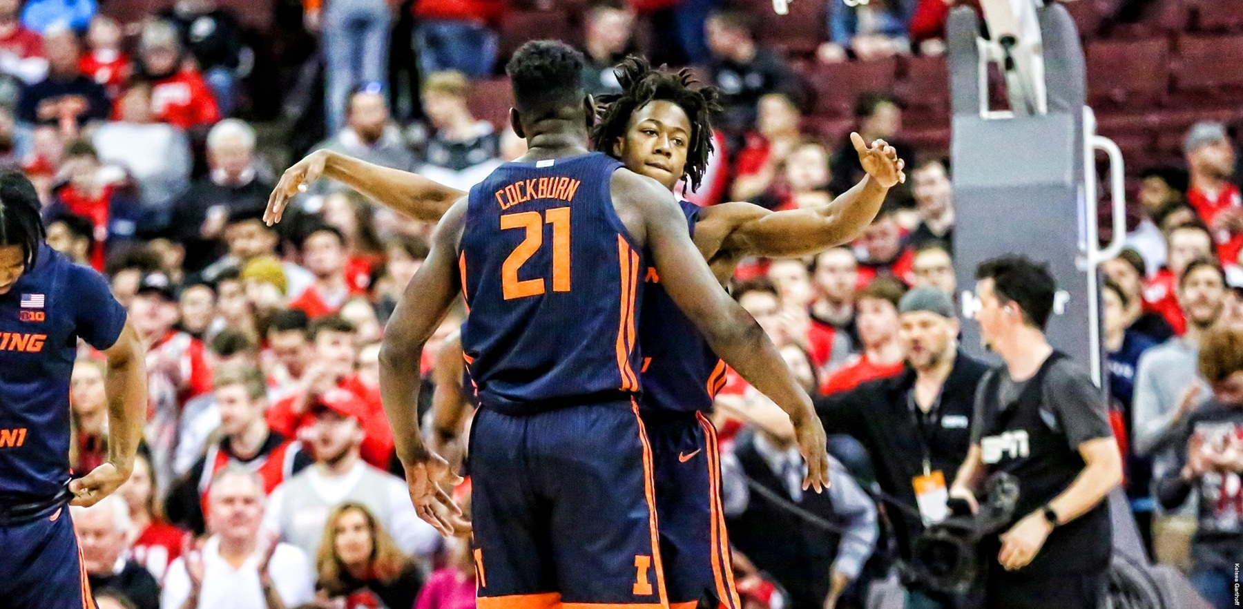 Kofi Cockburn adn Ayo Dosunmu chest bump on court