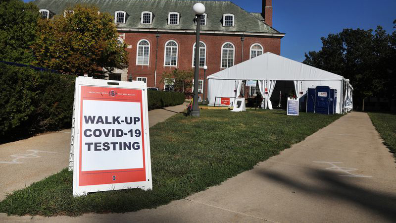 A COVID-19 testing site at the University of Illinois at Urbana-Champaign in September. The U. of I. has now conducted 1 million screens for coronavirus with the saliva test it developed. (Chris Sweda / Chicago Tribune)