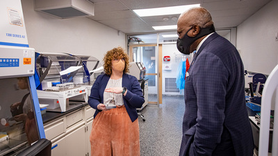 Professor Abigail Wooldridge gives Chancellor Robert Jones a tour of the facility. Photo by Fred Zwicky