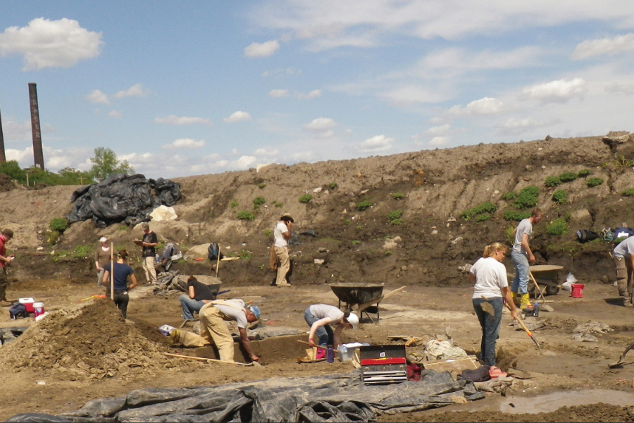 ISAS staff at an East St. Louis excavation site
