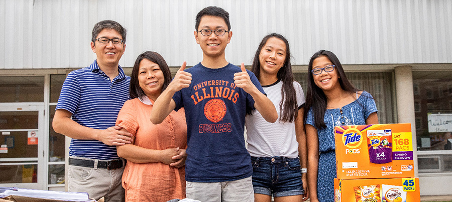 Illinois family at move-in day